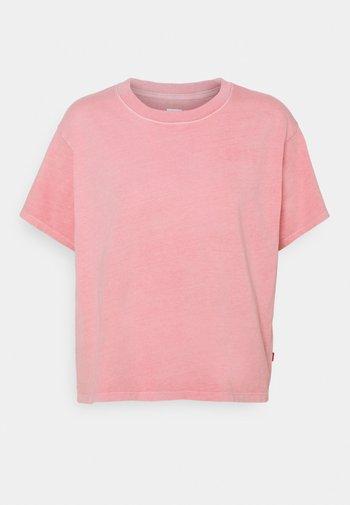 GRAPHIC VARSITY TEE - T-shirts med print - pink