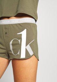 Calvin Klein Underwear - ONE SLEEP PRIDE SET - Pyjama set - muted pine - 5