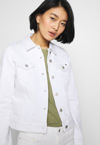 Tommy Hilfiger - SHRUNK  - Denim jacket - white