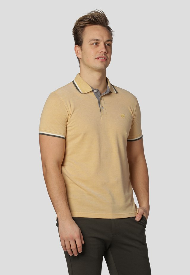 WALTON - Polo shirt - yellow honey