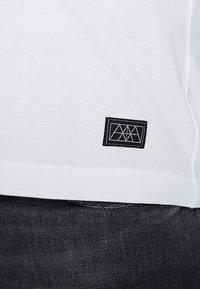 Amsterdenim - GROETEN UIT - T-shirt con stampa - white - 5