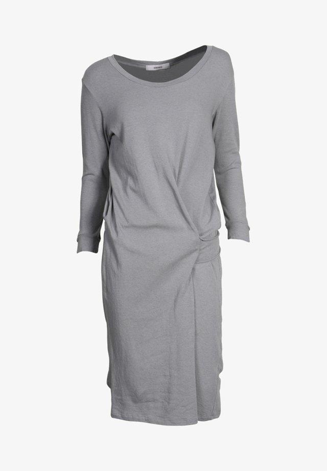 BUZZY  - Jersey dress - grau