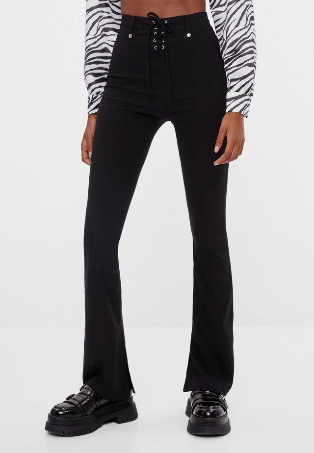 MIT SCHLEIFE  - Pantalon classique - black