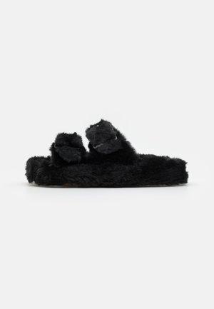 TWO BANDS SLIPPER - Domácí obuv - black