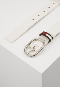 Tommy Jeans - OVAL FLAG INLAY BELT  - Cinturón - white - 1