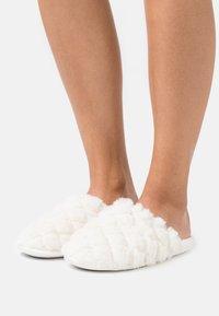 Head over Heels by Dune - FERLA - Muiltjes - white - 0