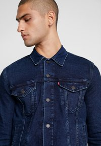 Levi's® - THE TRUCKER JACKET - Farkkutakki - dark-blue denim - 5