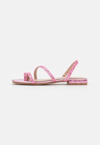 BRENDA - Sandalias de dedo - pink