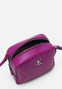 Calvin Klein Jeans - CAMERA BAG - Across body bag - vib - 2