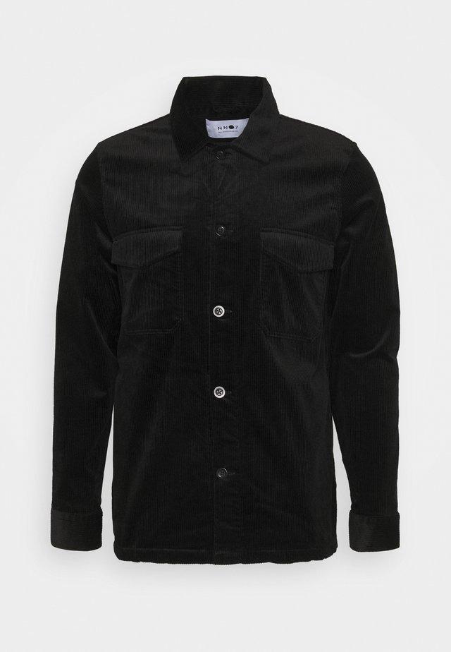 BERNARD - Lehká bunda - black