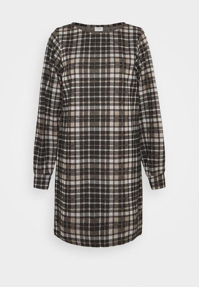 JDYCALLE DRESS - Abito in maglia - black/silver mink/white