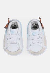 Nike Sportswear - BLAZER MID CRIB SE - Chaussures premiers pas - white/glacier blue/total orange/black - 3