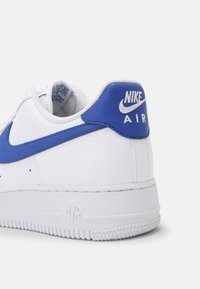 Nike Sportswear - AIR FORCE 1 '07 - Matalavartiset tennarit - white/game royal