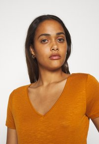 Vila - Basic T-shirt - pumpkin spice - 3