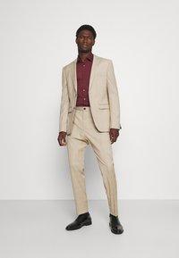 Calvin Klein Tailored - LOGO STRETCH EXTRA SLIM - Formal shirt - tawny port - 1
