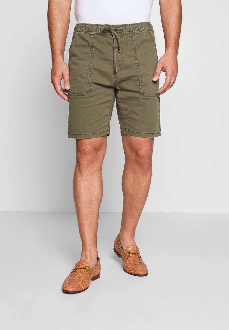 INDICODE JEANS - THISTED - Shorts - dark green
