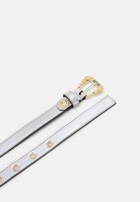 Versace Jeans Couture - LAMINATED BELTS - Riem - argento - 1