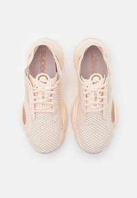 Nike Performance - SUPERREP GO - Treningssko - guava ice/metallic red bronze - 3