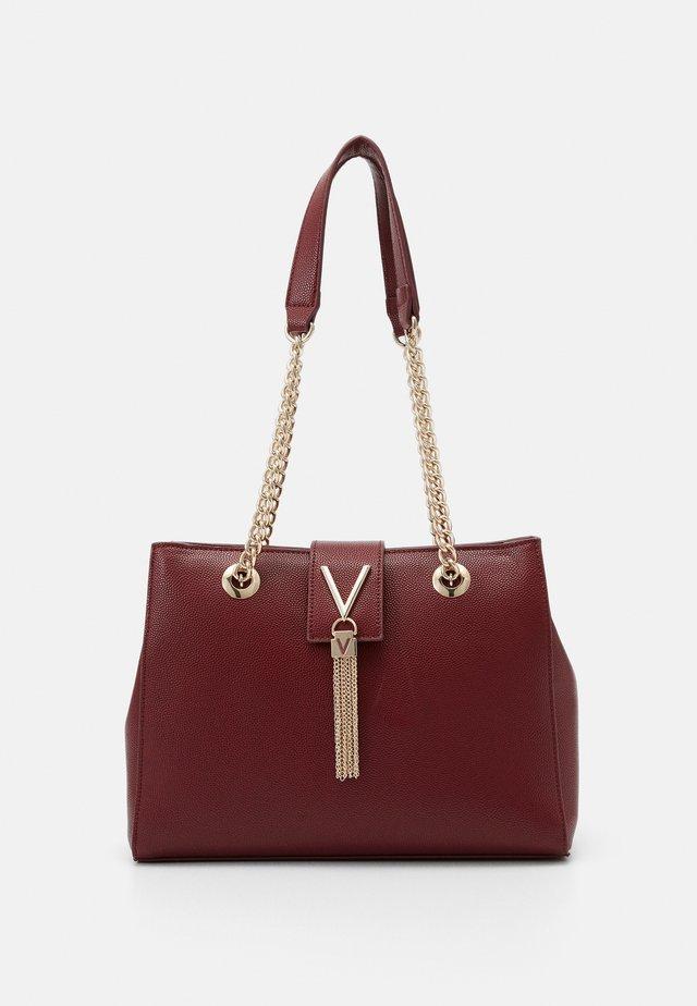 DIVINA - Handbag - vino