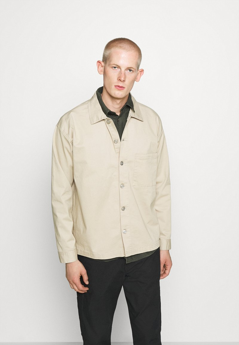 RETHINK Status - JACKET BACKPRINT - Kurtka wiosenna - sand