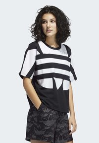adidas Originals - LARGE LOGO T-SHIRT - Print T-shirt - black - 3