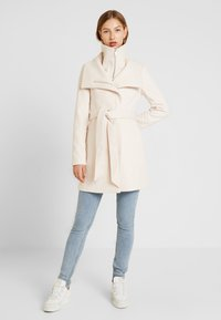 Forever New - PENELOPE WRAP COAT - Korte frakker - cream - 1