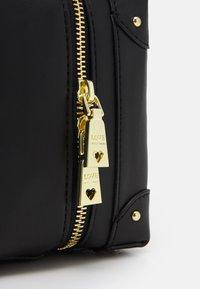 Love Moschino - TOP HANDLE CROSS BODY LUNCH BOX - Across body bag - nero - 6