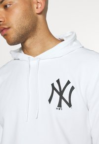 New Era - MLB TAPING HOODY NEW YORK YANKEES - Club wear - white - 5