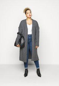 Vero Moda Curve - VMSOPHIA - Jeans Skinny Fit - dark blue denim - 1