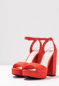 Vero Moda - VMCLOVER  - Sandály na vysokém podpatku - aurora red - 4