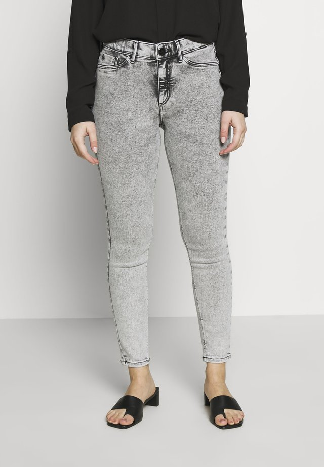 PETITE MOLLY VAPE - Jeans Skinny Fit - grey acid wash