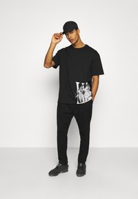 Zign - UNISEX - T-shirt imprimé - black - 1