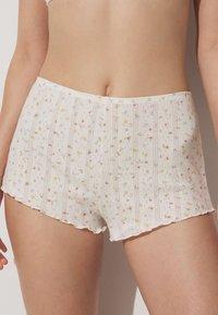 OYSHO - Shorts - off white - 2