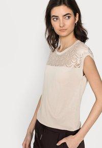 ONLY Tall - ONLNICOLE MIX - Basic T-shirt - humus - 3