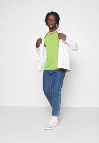 Obey Clothing - PLONA POCKET TEE - Printtipaita - apple buzz - 1