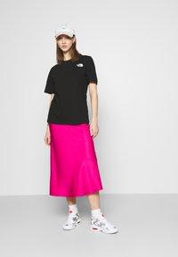 The North Face - REDBOX TEE - T-shirt med print - black - 1