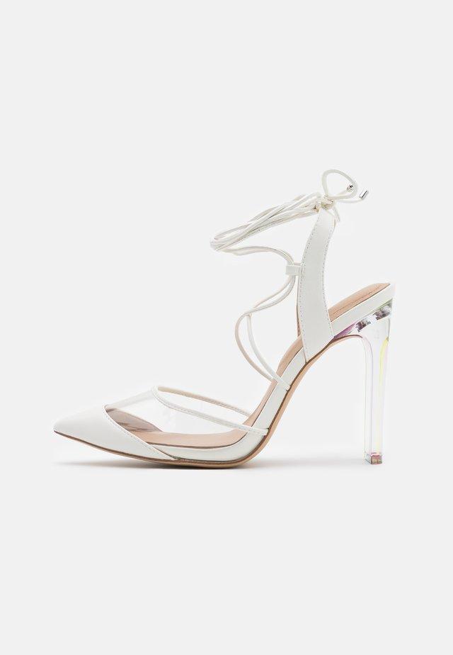 FEREIRA - Zapatos altos - white