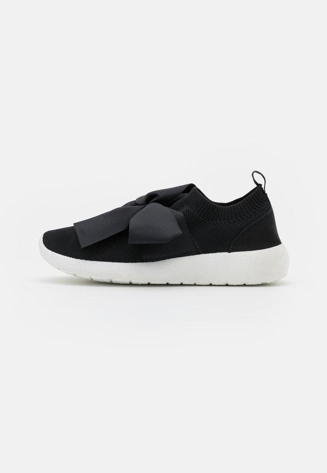 BOW RUNNER - Sneakers laag - black