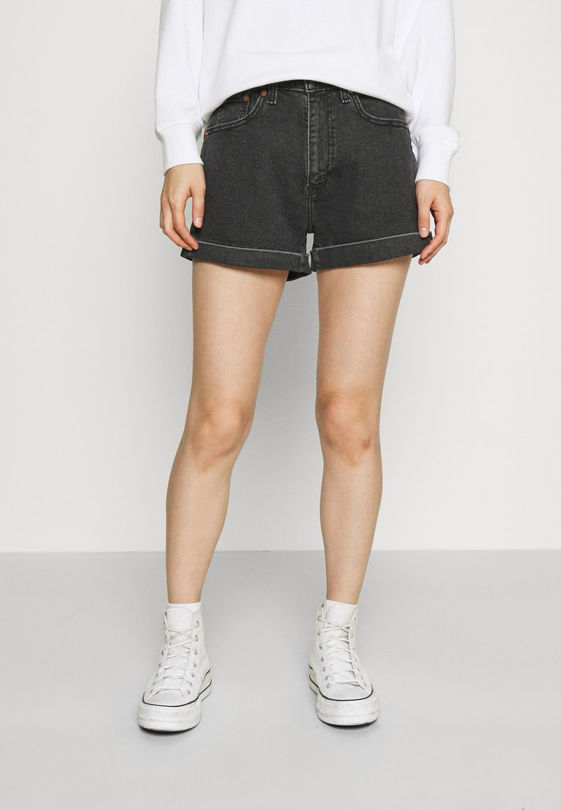Levi's® - MOM LINE  - Shorts di jeans - black denim