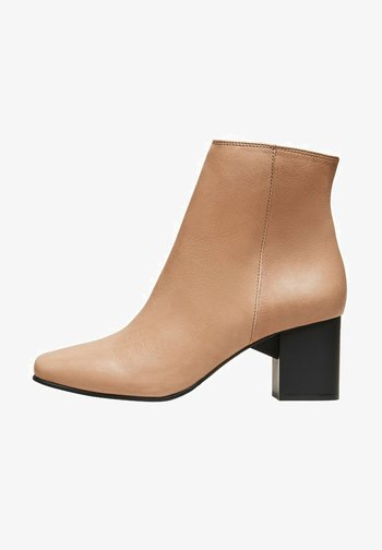 Ankle boots - tigers eye