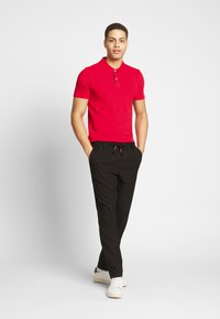 Selected Homme - SLHLUKE SLIM FIT - Polo shirt - true red - 1
