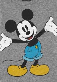 Levi's® - MICKEY MOUSE HAPPY  - Print T-shirt - grey heather - 2