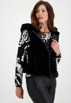MIT KAPUZE - Waistcoat - schwarz
