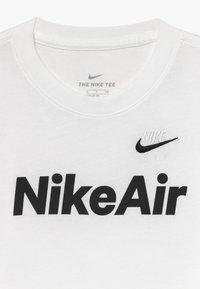 Nike Sportswear - Triko spotiskem - white/black - 3