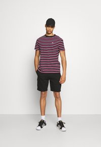 Newport Bay Sailing Club - Shorts - black - 1