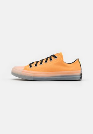 CHUCK TAYLOR ALL STAR UNISEX - Høye joggesko - flash orange/black/lemon
