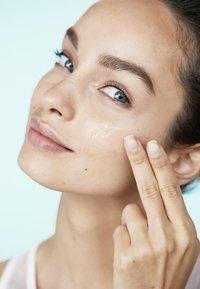 L'Oréal Paris - HYDRA GENIUS THE LIQUID CARE 70ML - Gesichtscreme - - - 4