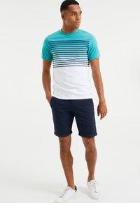WE Fashion - GESTREEPT  - Print T-shirt - mint green - 1