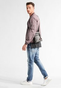 Eastpak - RUSHER  - Across body bag - sunday grey - 0