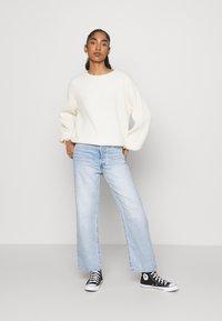 NA-KD - MATIAMU BY SOFIA  - Stickad tröja - white - 1